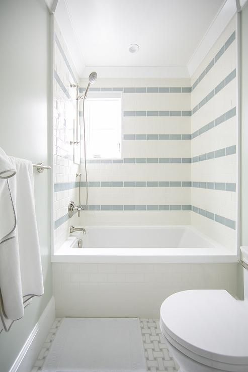 Ways to make a small bathroom look bigger: use tiles to your advantage